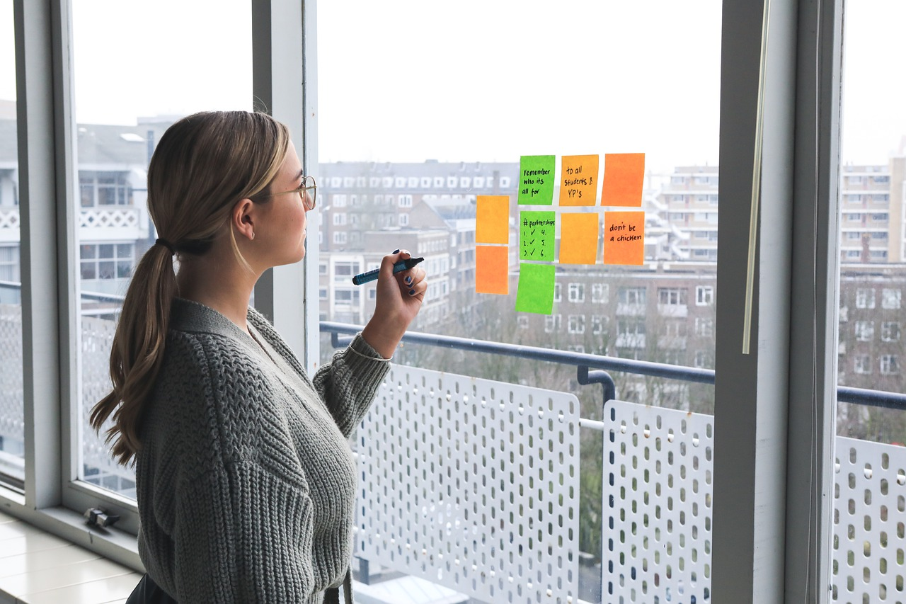 woman, office, post its